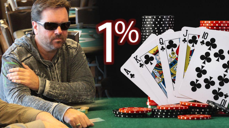 Pemain Poker Pro Di sebelah 1% Teks dan Kartu dan Keripik Poker